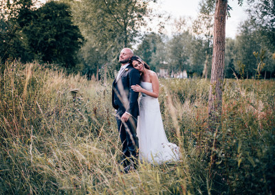 Notley Abbey:Outdoor ceremony, chic, relaxed, summer wedding